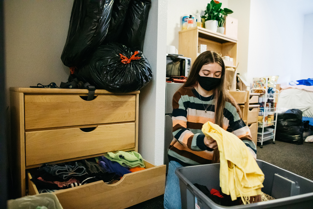 A student moves into their dorm during fall quarter move-in day.